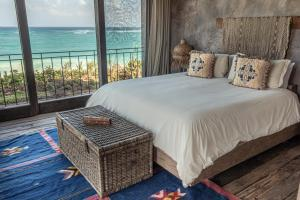 A bed or beds in a room at Nomade Tulum
