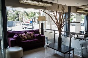 A seating area at Hotel Ciudad