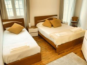 A bed or beds in a room at Tricana de Aveiro