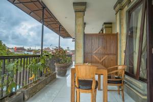 A balcony or terrace at Iman Homestay Ubud