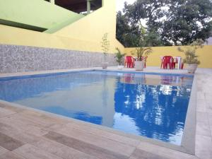 The swimming pool at or close to Guest House Renascer K&W