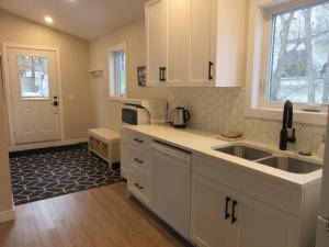 A kitchen or kitchenette at Mountain View Bed & Breakfast