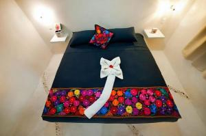 A bed or beds in a room at Corazon Mexicano Holbox