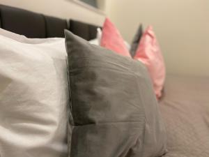 A bed or beds in a room at SYL Accommodation at Attenborough Court