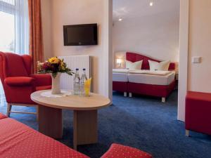 Ein Bett oder Betten in einem Zimmer der Unterkunft Hotel Hochsauerland 2010