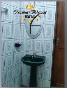 A bathroom at Hostal Corona Blanca