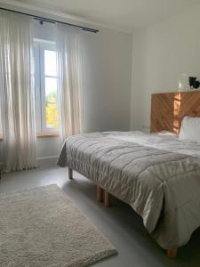 Łóżko lub łóżka w pokoju w obiekcie Biała Wstążka