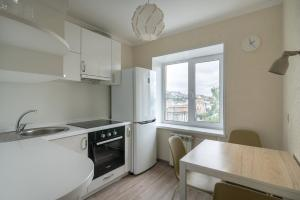 A kitchen or kitchenette at Harbour view Central