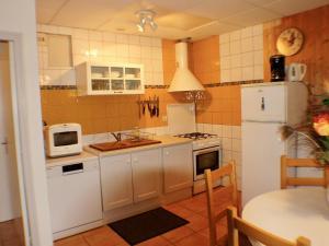 Cuisine ou kitchenette dans l'établissement gîtes des planchettes