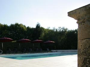 The swimming pool at or near Chateau Mont d'Onel