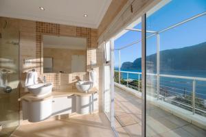 A bathroom at Beacon House