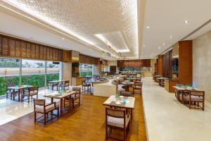 A restaurant or other place to eat at Pride Plaza Hotel, Aerocity New Delhi
