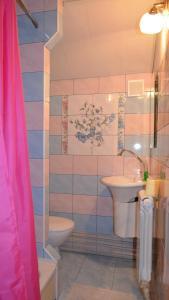 A bathroom at Cottages On Gdantsevskaya Street