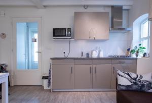 Een keuken of kitchenette bij De Stadsboerderij Harderwijk