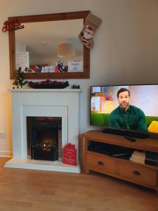 A television and/or entertainment centre at Jacobs Apartment Edinburgh