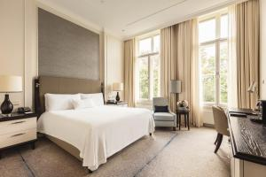 A bed or beds in a room at Waldorf Astoria Amsterdam