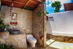 A bathroom at Ayu Hotel Karimunjawa