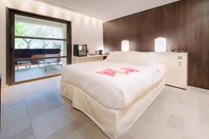 A bed or beds in a room at Bdesign & Spa