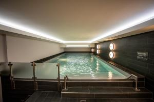 The swimming pool at or near Pullman Eindhoven Cocagne