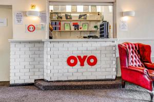 The lobby or reception area at OYO The Longlands Hotel