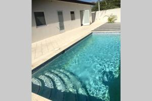 A piscina localizada em Great Apartment in Noord ou nos arredores