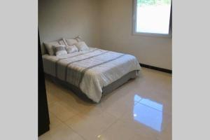 Cama ou camas em um quarto em Great Apartment in Noord