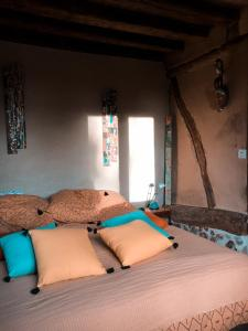 A bed or beds in a room at Gîte au haras des arts