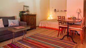 Ein Sitzbereich in der Unterkunft Appartamento a Locarno
