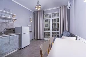 A kitchen or kitchenette at Premium апартаменты на первой береговой линии