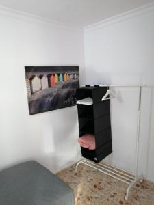 Una televisión o centro de entretenimiento en Alcaravaneras Hostel