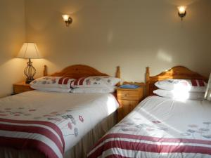A bed or beds in a room at River Valley Farmhouse