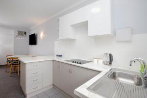 A kitchen or kitchenette at Glenelg Oasis Studios