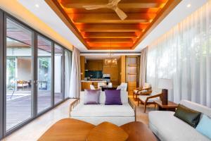 A seating area at Albion Residence Haitang Bay Sanya