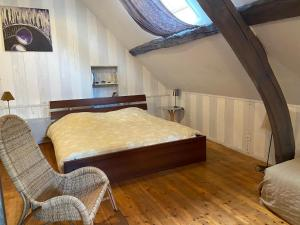 A bed or beds in a room at Le Domaine de la Cour