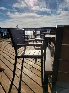 A balcony or terrace at Single Island Shores