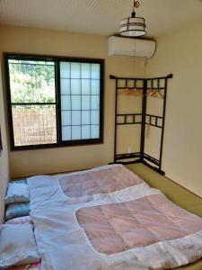 A bed or beds in a room at Guesthouse Engawa