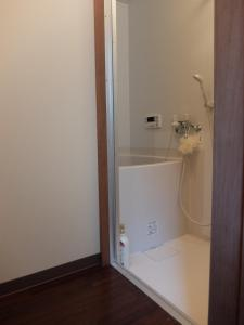 A bathroom at Guesthouse Engawa