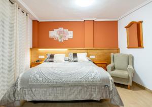 A bed or beds in a room at Tierra de la Reina