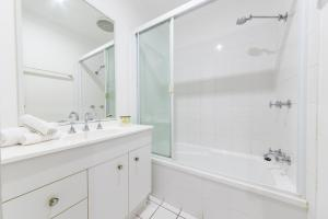 A bathroom at Sunset Waters Apartments