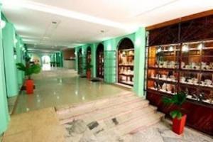 The lobby or reception area at OYO Hotel Pelourinho