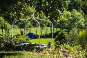 A garden outside Le Domaine des Carriers - Gites