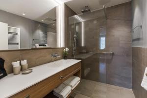 A bathroom at Hotel la Palma au Lac