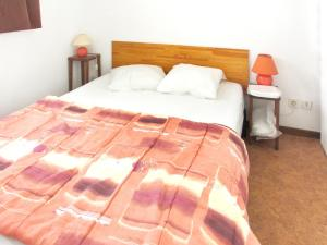 A bed or beds in a room at Apartment with 2 bedrooms in Vignec with furnished terrace 750 m from the slopes