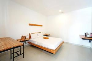 A bed or beds in a room at Onederz Koh Rong Sanloem