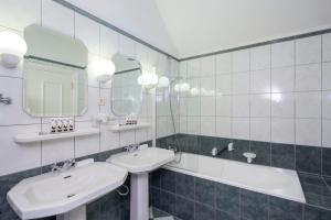 A bathroom at Château St. Gerlach