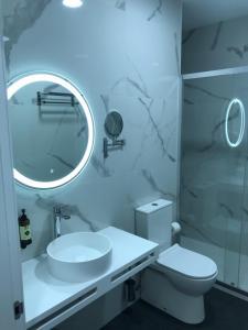 Un baño de Hotel Ibi