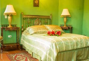 A bed or beds in a room at Hotel Monasterio