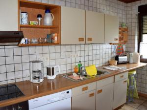 Küche/Küchenzeile in der Unterkunft Cozy Holiday Home near Forest in Rotenburg