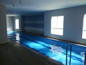 The swimming pool at or near Apartamento Riviera Park