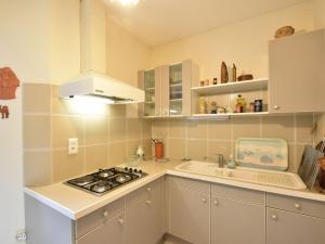 A kitchen or kitchenette at Quaint Bungalow in Pinsac with a Pool
